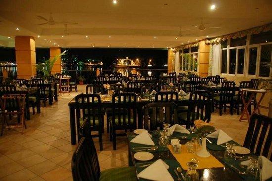 Hotel Petén Espléndido: Lakeside Restaurant