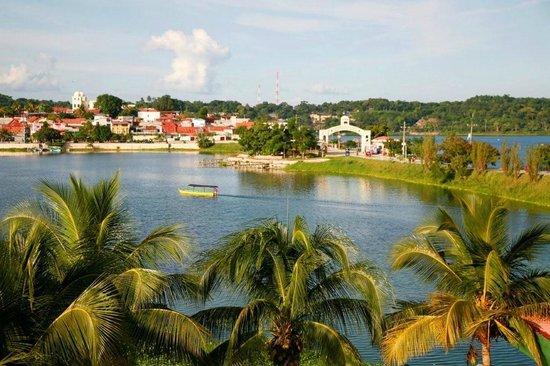 Hotel Petén Espléndido: View of Flores Island