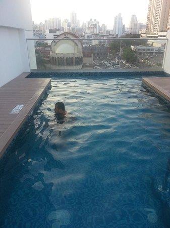 Holiday Inn Express Panama Distrito Financiero : Pequeña piscina en el piso 7