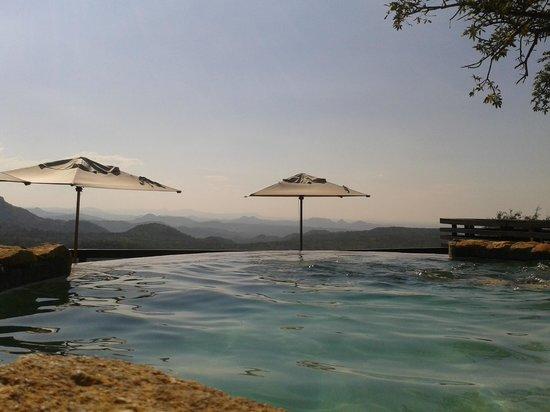 Bongani Mountain Lodge: Poolbereich