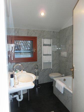 Palazzo Cendon: Badezimmer 3.OG Nr. 2