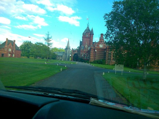The Elvetham : Driving up to the hall