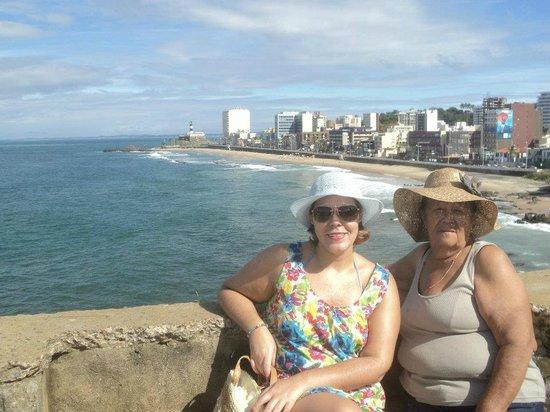 Monte Pascoal Praia Hotel Salvador: Calçadão em frente ao hotel