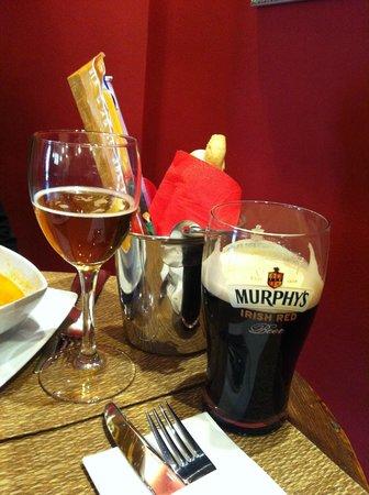 Taberna de los Verdugo: Cerveza guinness en barra