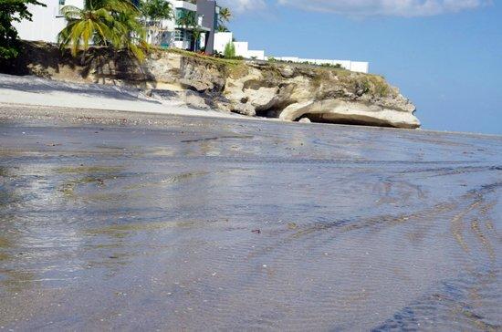 Rio Mar Surf Camp : Beach and caves