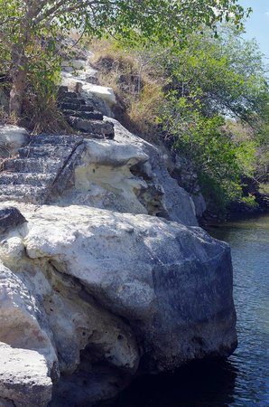 Rio Mar Surf Camp: Cliffs to jump into river