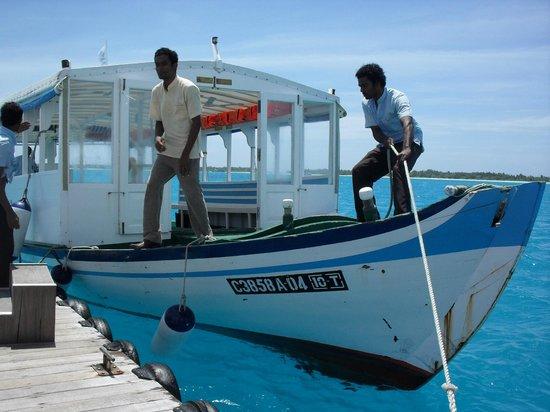 Sun Island Resort : приплыли забирать туристов :) с плота