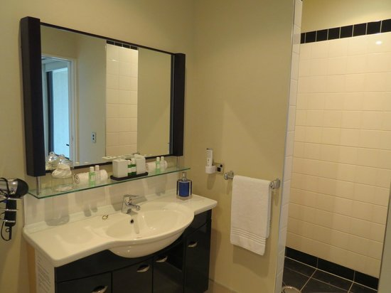 Flaxton Manor Luxury Country Retreat: the bathroom