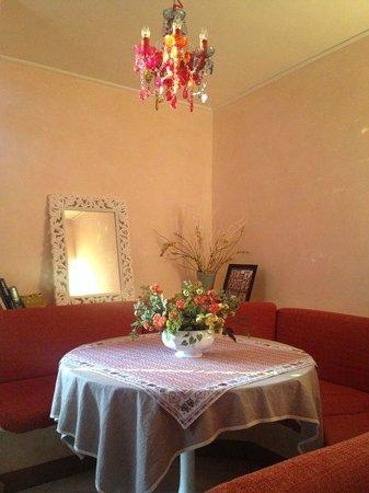 Made in Rome Bed&Breakfast : sala colazione interna