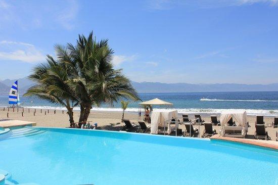 Casa Velas: Beach club - breathtaking