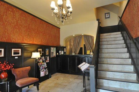 Camas Hotel Lobby