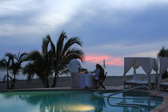 Casa Velas: Beach club dinner view