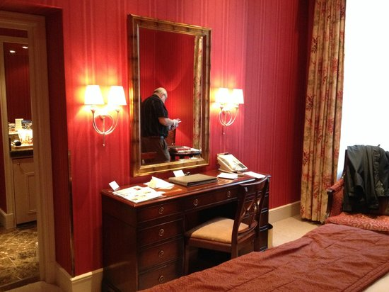 The Chester Grosvenor : dressing table (with hubby reflected in the mirror!!)