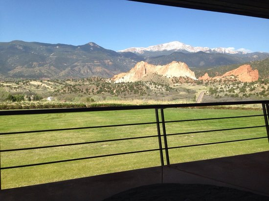 Garden of the Gods Club and Resort: Balcony view.