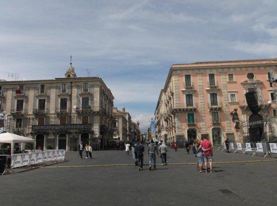 Duomo di Catania: attigua via Etnea