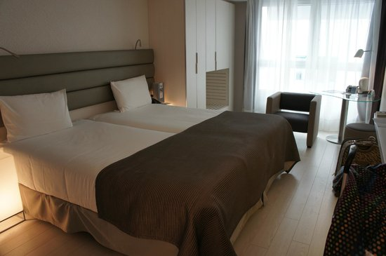 Eurostars Book Hotel: twin beds