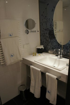 Eurostars Book Hotel: bathroom