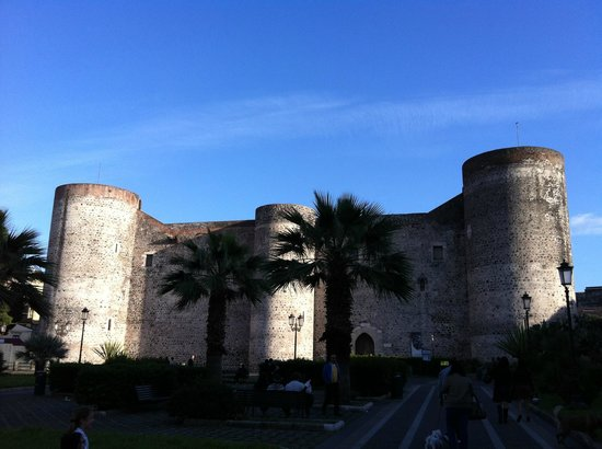 Museo Civico Castello Ursino: esterno del castello