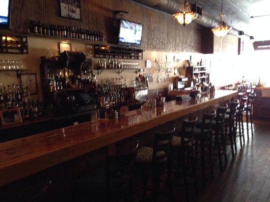 Downhill Grill: Bar