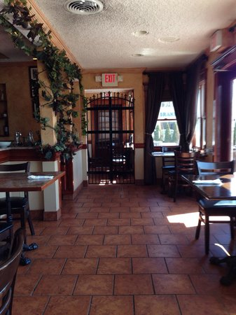 Nonna Fina: Dining room section