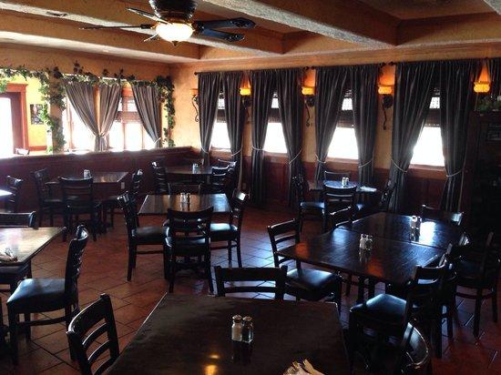 Nonna Fina: Dining room