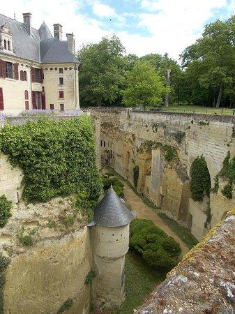 Château de Brézé: Breze der Graben von oben