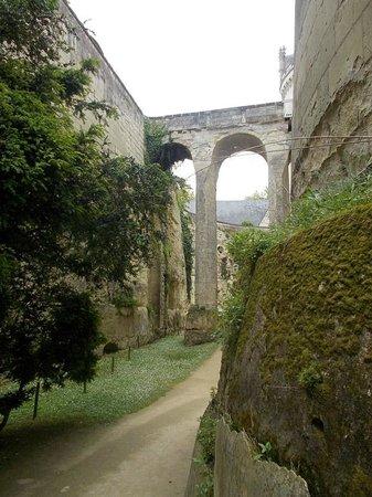 "Chateau de Breze: Der ""Eingang"" von unten"
