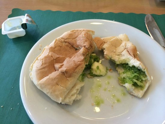Delicias Peruanas: Roll and green sauce