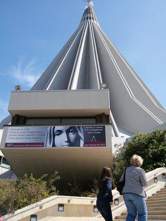 Santuario Madonna delle Lacrime : Arrivo alla al santuario della Madonna delle lacrime.