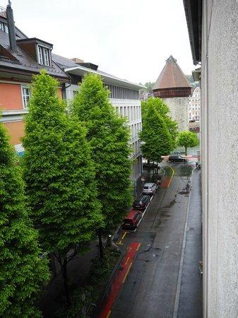 Ameron Hotel Flora Luzern: Ausblick aus dem Fenster direkt auf den Wasserturm der Kapellbrücke