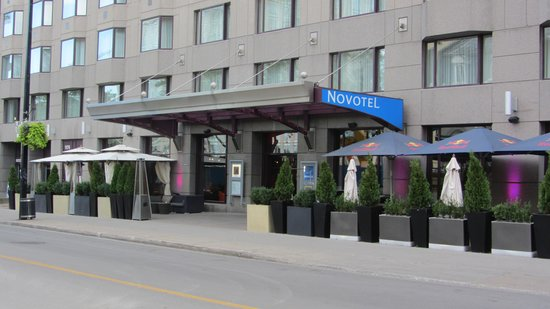 Novotel Montreal Center: Hotellet fra gaden