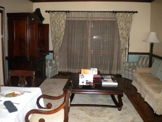 Sandals Royal Plantation: Living room