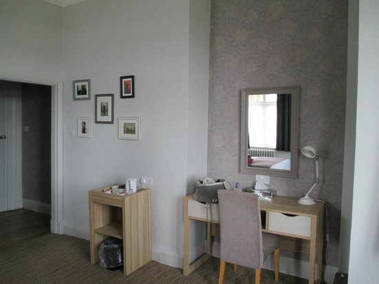 The Imperial Exmouth Hotel: dressing table area