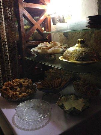 Hamotzi: Restaurant display
