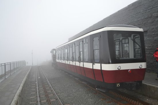 Snowdon Mountain Railway : Train to snowdon