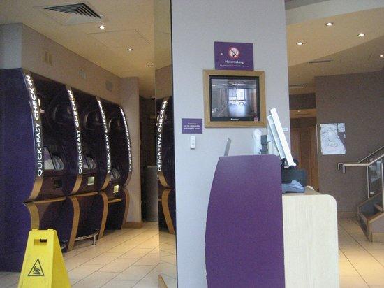 Premier Inn Belfast Titanic Quarter Hotel: Lobby