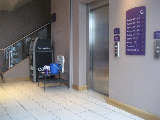 Premier Inn Belfast Titanic Quarter Hotel: ATM and lift