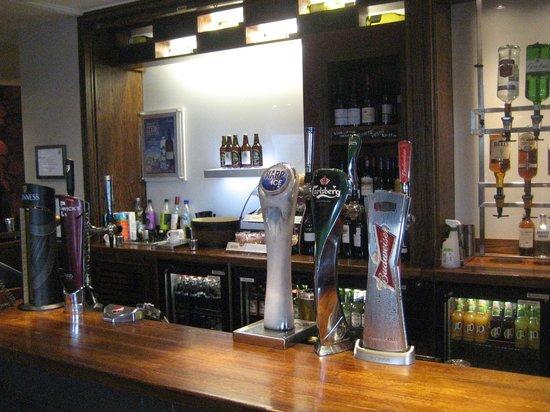 Premier Inn Belfast Titanic Quarter Hotel: Pathetic bar!!
