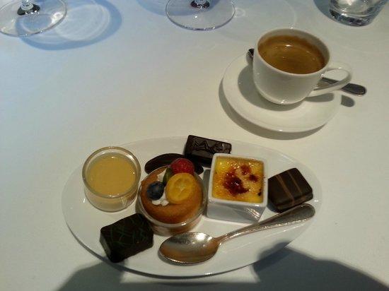 Arenberg: Chocolates and mini desserts to accompany coffee