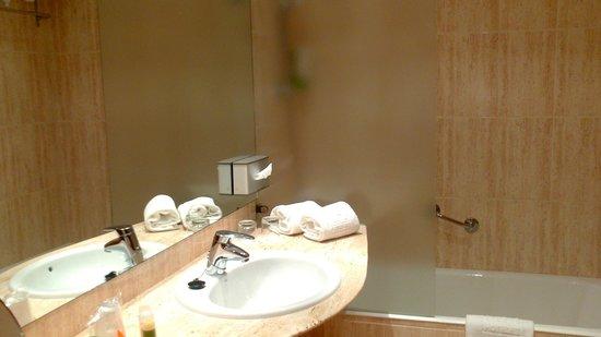 NH Ciudad de Cuenca: baño
