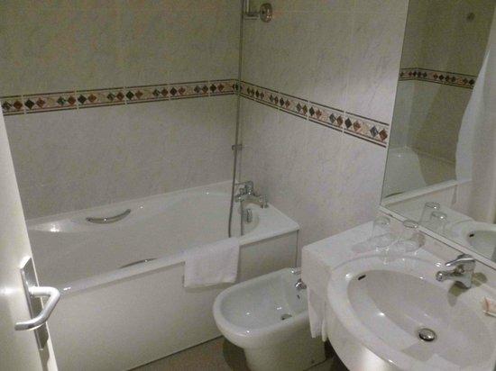 Best Western Sourceo: Salle de bain correcte