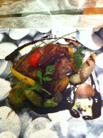 Le Chapelier Toque : Beef surrounded by beautiful vegetables Le Chapeltier Toque
