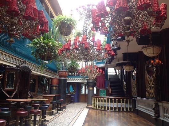 Cafe en Seine : una delle stanze del bar