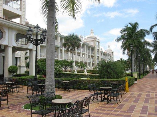Hotel Riu Palace Riviera Maya: Jardines