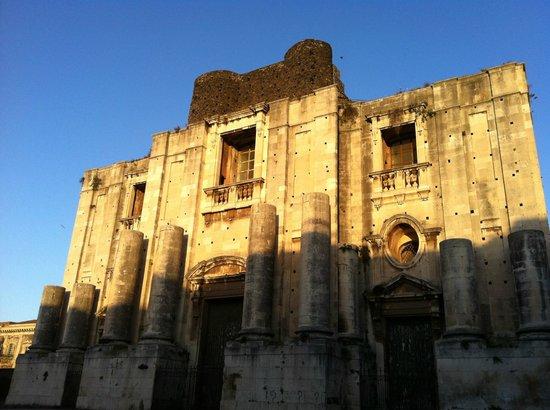 Chiesa di San Nicolo All'Arena: Facciata della chiesa all'alba