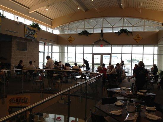 The Hangar Restaurant & Flight Lounge: Overlooking the airport
