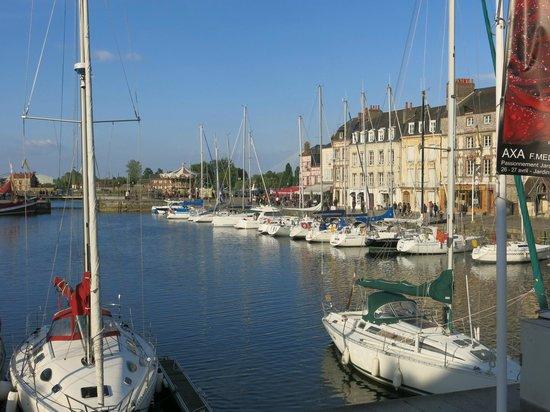 Le Vieux Bassin : vue sur le port
