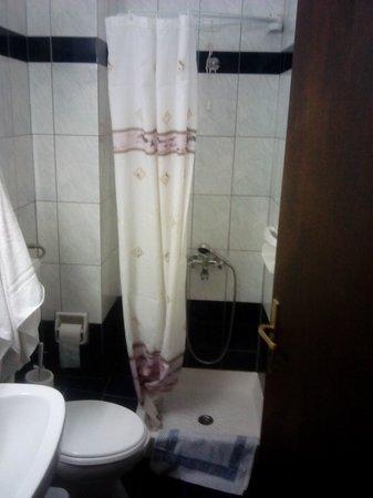 Mari-Kristin Hotel: bathroom