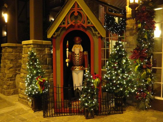 The Inn at Christmas Place: Entrance