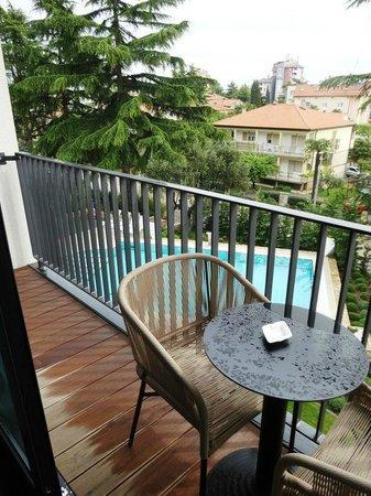 Hotel Arupinum: Narrow balcony